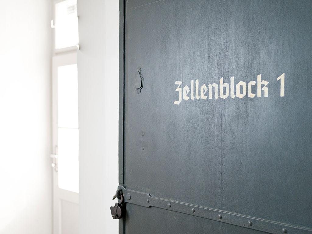 Eisentür zum Zellenblock 1