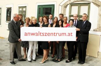 Gruppenfoto Gründung Anwaltszentrum